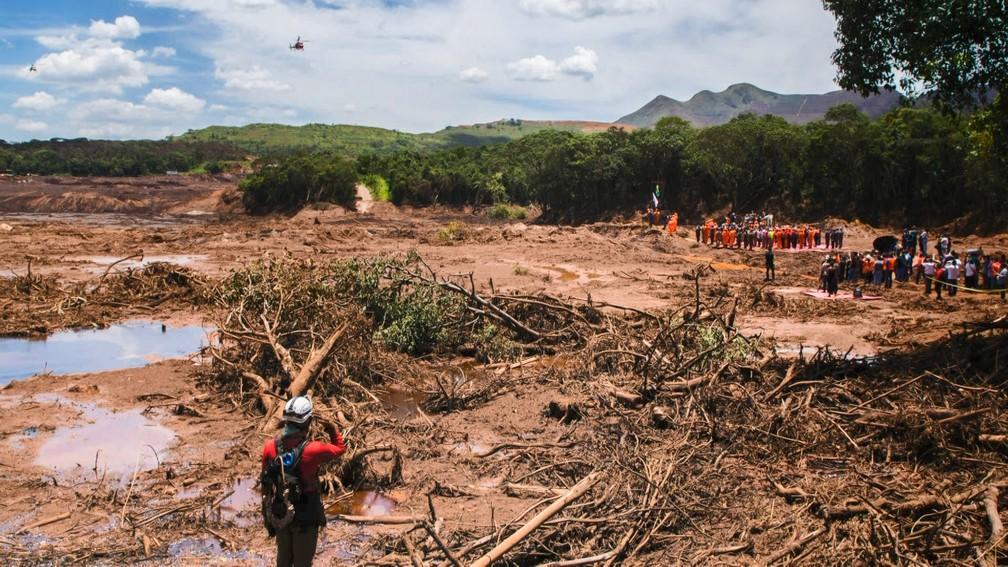 Imagem mostra lugar devastado pela lama — Foto: Lucas Sandonato