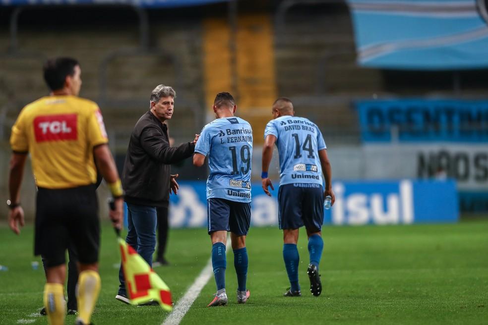 Renato e Luiz Fernando após gol do Grêmio — Foto: Lucas Uebel/Grêmio