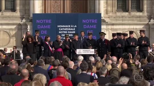 Bombeiros que apagaram o incêndio na catedral de Notre-Dame recebem homenagens