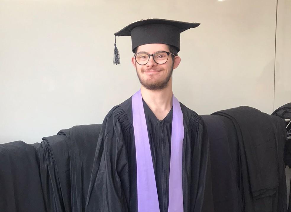 Samuel tem síndrome de Down e é formado em pedagogia — Foto: Arquivo pessoal