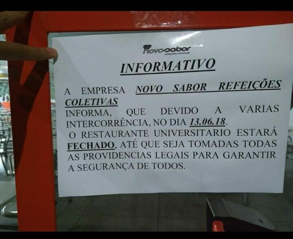 Aviso foi fixado na porta do RU da UFMT, em Cuiabá (Foto: Arquivo pessoal)