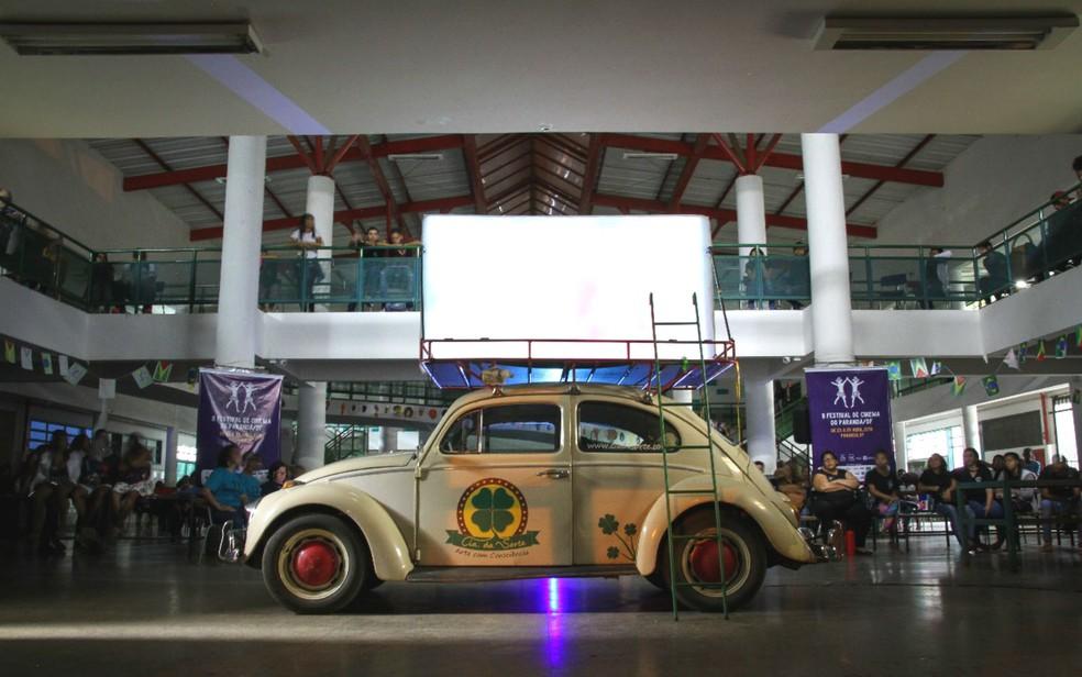 Projeto Cine Fusca faz exibição de filmes selecionados pelo Festival de Cinema do Paranoá em escola pública do DF (Foto: Vladimir Luz/Divulgação)