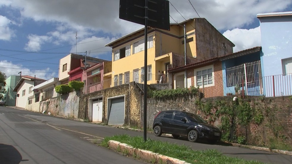 Crime ocorreu na casa onde moravam no Centro de Itapetininga (Foto: Reprodução/TV TEM)