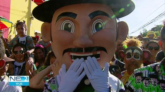 Calunguinha na Folia encanta crianças com versão mirim do Homem da Meia-Noite em Olinda