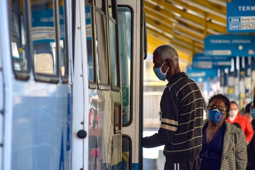 Vale-transporte de serviços não essenciais são bloqueados em Porto Alegre; veja lista