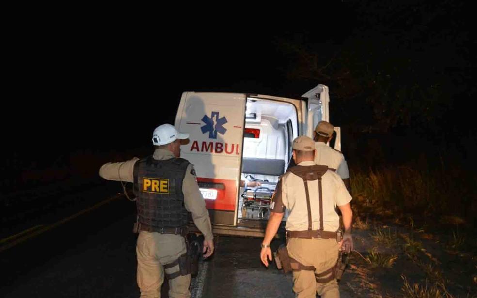Bandidos interceptaram ambulância e mataram homem que participou de confronto com PM (Foto: Edivaldo Braga/ Blogbraga)