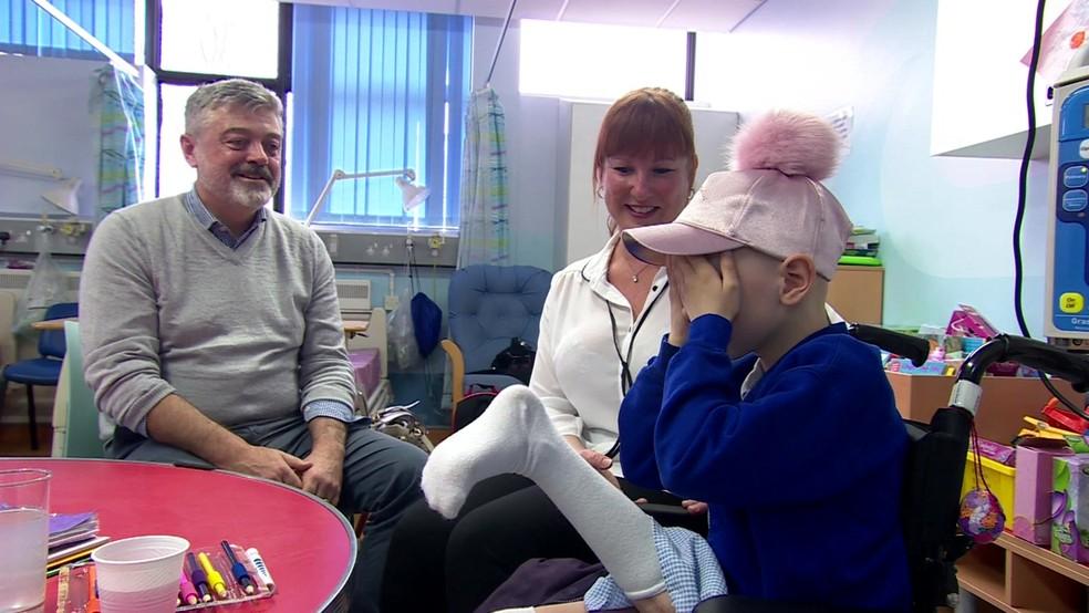 Amelia Eldred está aprendendo a usar a nova perna (Foto: BBC)