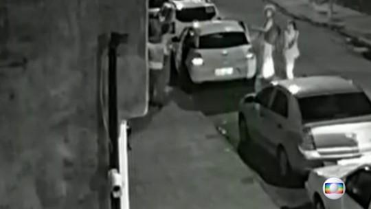 Vídeo mostra o motorista Anderson passando perto do carro dos prováveis assassinos