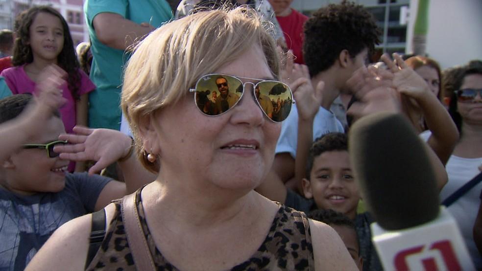 Elba Barros ficou emocionada com as apresentações que viu na tarde desta segunda-feira (16) (Foto: Reprodução/TV Globo)