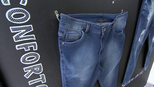 Marca plus size usa tecnologia em calças jeans que se adaptam ao corpo