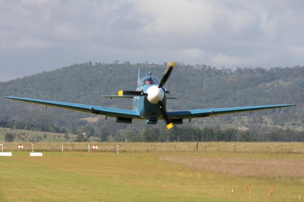 Em voo, o ronco é característico do V8 Chevrolet (Foto: Divulgação)