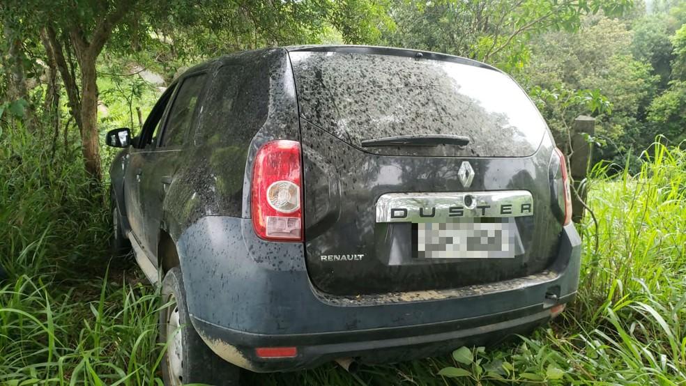 Carro foi encontrado abandonado no Morro da Antena, em Tubarão — Foto: Polícia Civil/Divulgação
