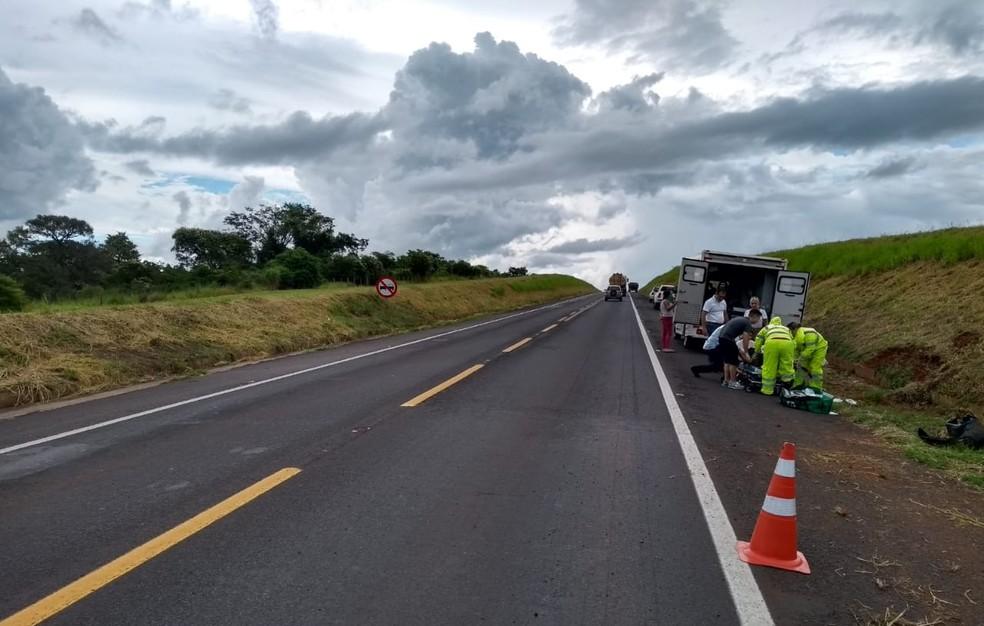 Motociclista foi levado para a Santa Casa e teve o pé amputado por conta do acidente, segundo a polícia  — Foto: Polícia Rodoviária Federal/Divulgação