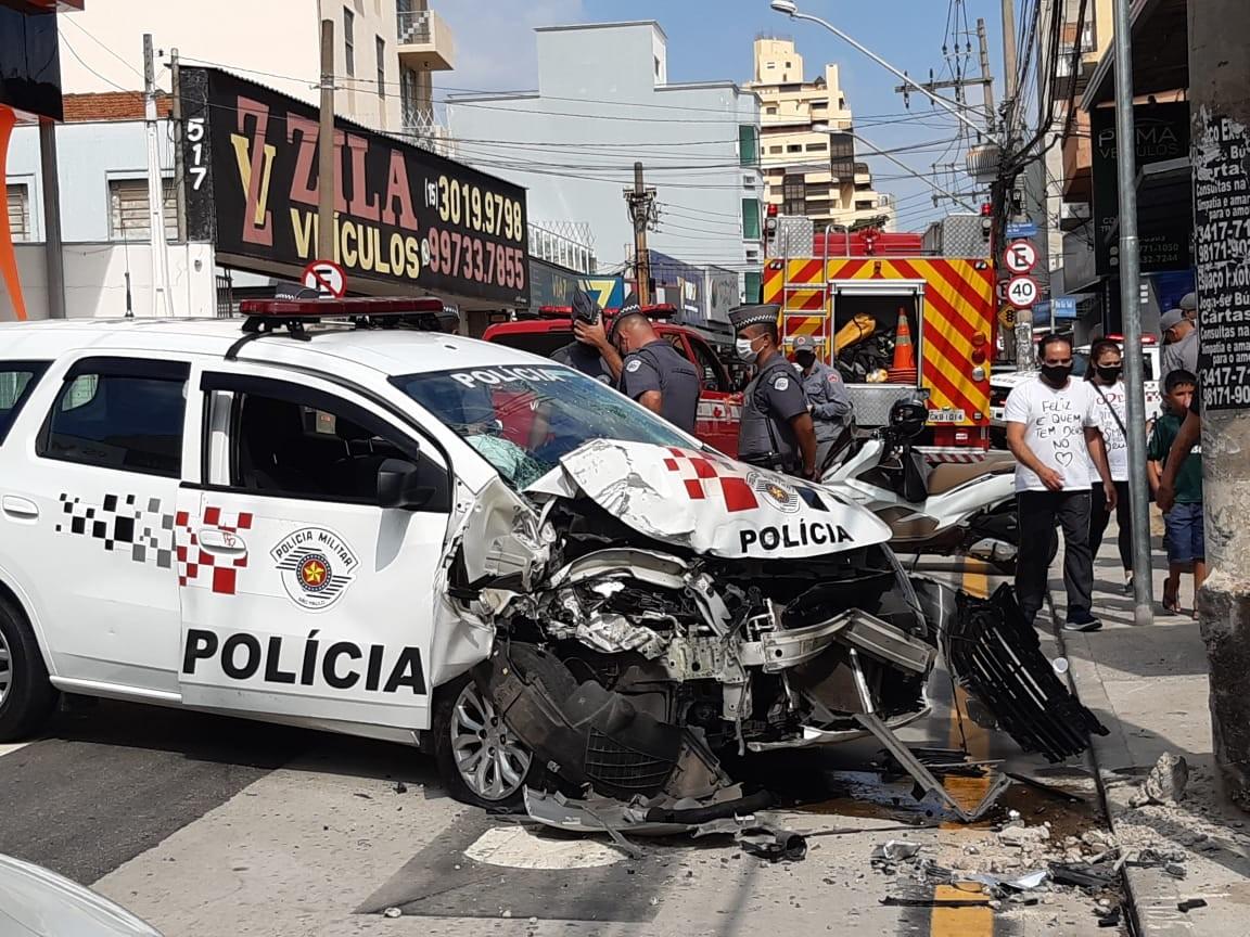 Câmera flagra acidente com viatura da PM que deixou três feridos em Sorocaba