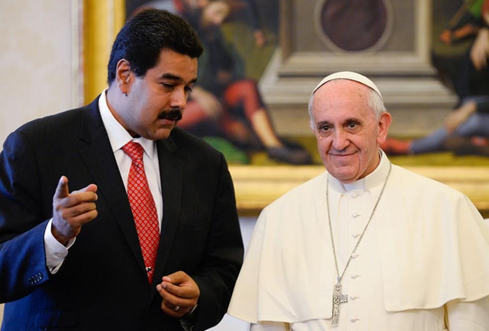 Em imagem de 2013, Nicolás Maduro e o Papa Francisco se reúnem no Vaticano — Foto: Andreas Solaro/AFP