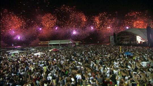Preparativos para a festa de Réveillon em Copacabana