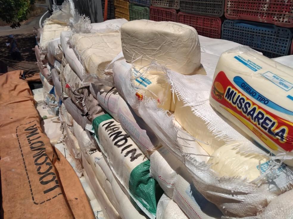 Polícia Rodoviária Federal apreendeu 6.000 Kg de queijo mussarela e coalho — Foto: Divulgação/Polícia Rodoviária Federal