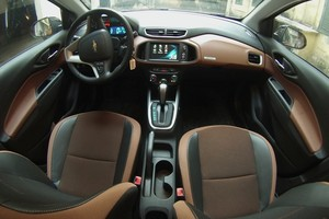 Chevrolet Onix Active 2017 - Interior