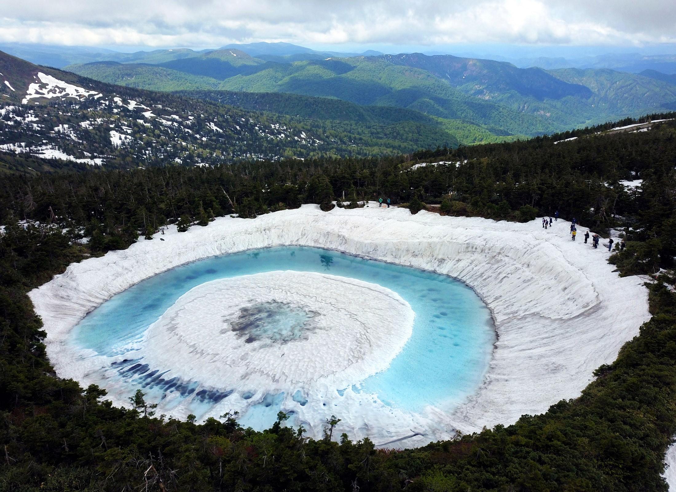 'Olho do Dragão' se forma em lago japonês