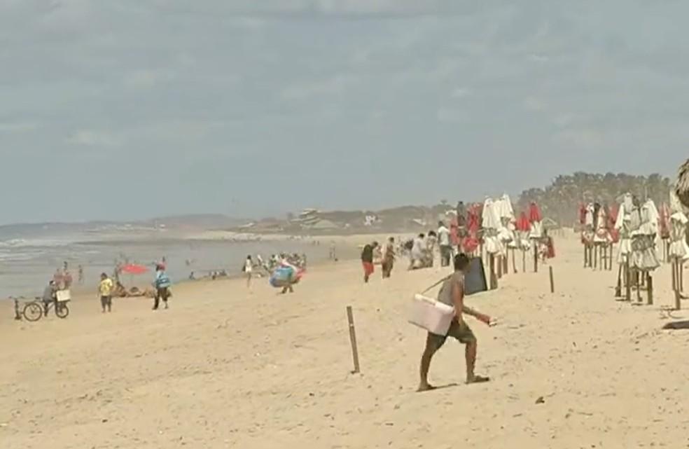 Praia do Futuro registrou muitos banhista na manhã deste sábado (1º). — Foto: Reprodução/TV Verdes Mares