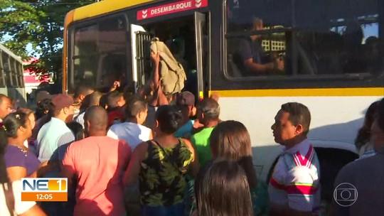 Paralisação da Linha Centro do metrô causa superlotação de ônibus no Grande Recife