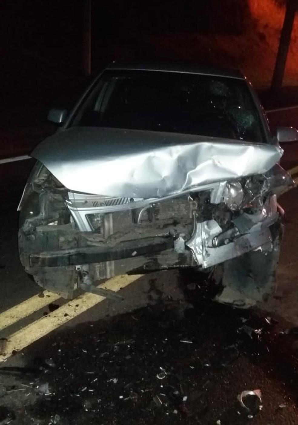 Acidente com carro na contramão deixa dois feridos na Via Dutra, em Barra Mansa (Foto: Divulgação/PRF)