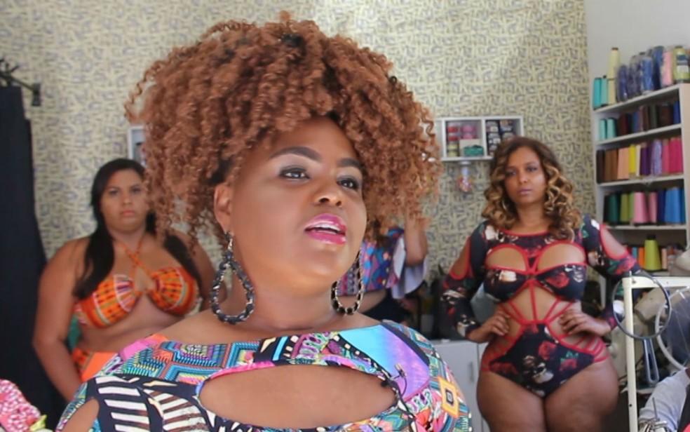 Cynthia Paixão é afroempreendedora e tem uma linha de biquínis plus size — Foto: Valma Silva/G1 BA