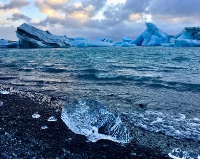 Maior parte do microplástico que polui o Oceano Ártico vem de nossas roupas