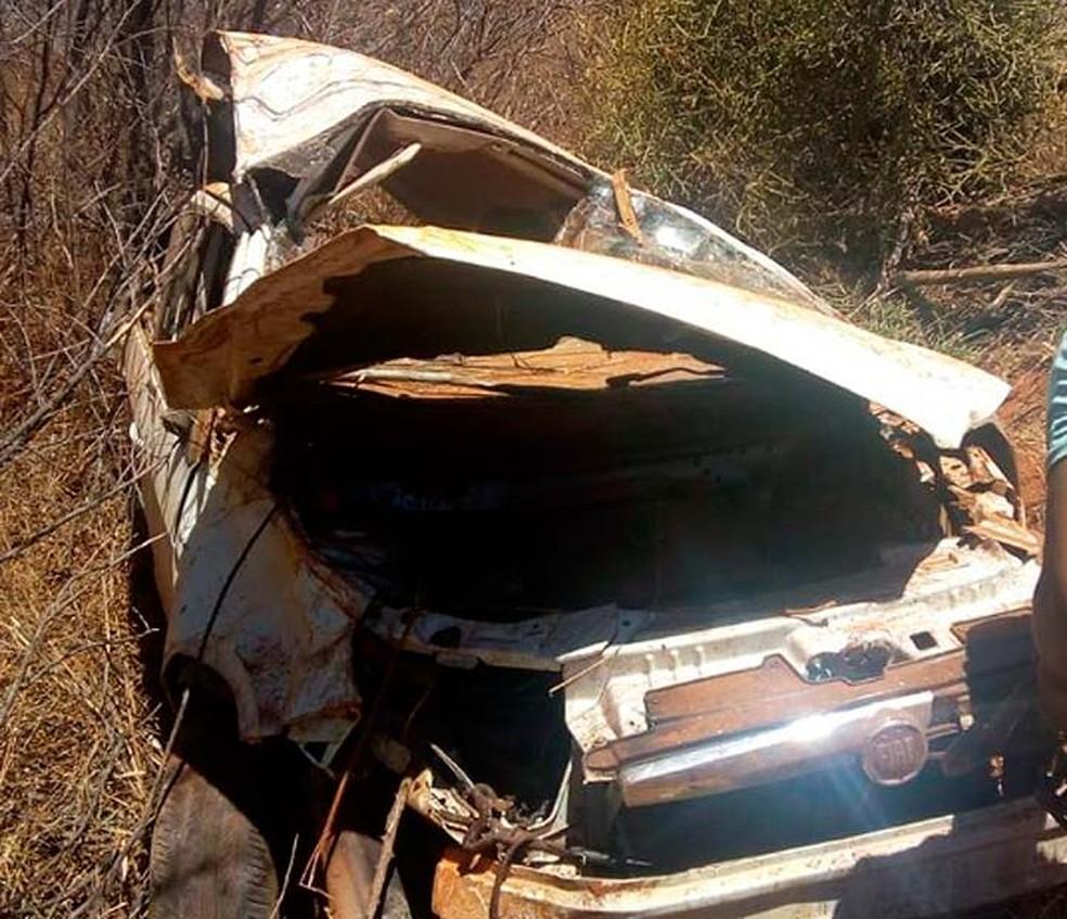 Carro de vítima foi achado destruído no norte da Bahia — Foto: Luciano Castro/Central Notícia