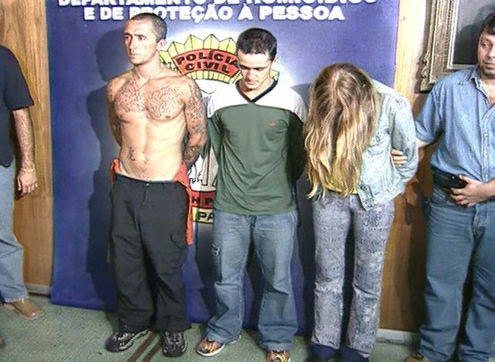 Cristian, Daniel e Suzane von Richthofen, na época em que foram presos, em 2002 — Foto: Reprodução/ Globo News
