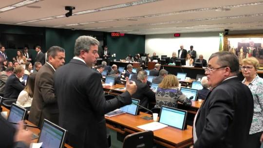 Rodrigo Maia determina criação de comissão especial para analisar PEC do Orçamento