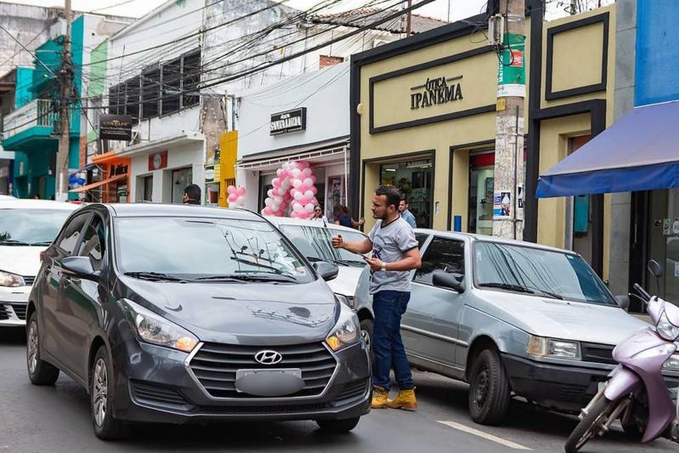 Protesto feito por motoristas de aplicativo no Centro de Cuiabá — Foto: Francinei Marans