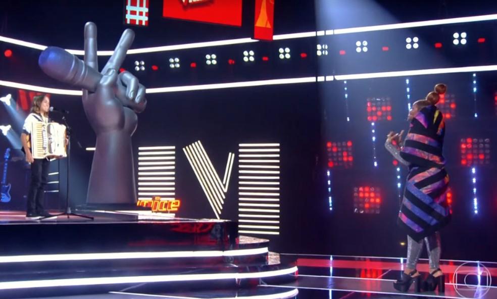 Edu Lima Sanfoneiro escolhe Gaby Amarantos como técnica no 'The Voice Kids' — Foto: Reprodução TV
