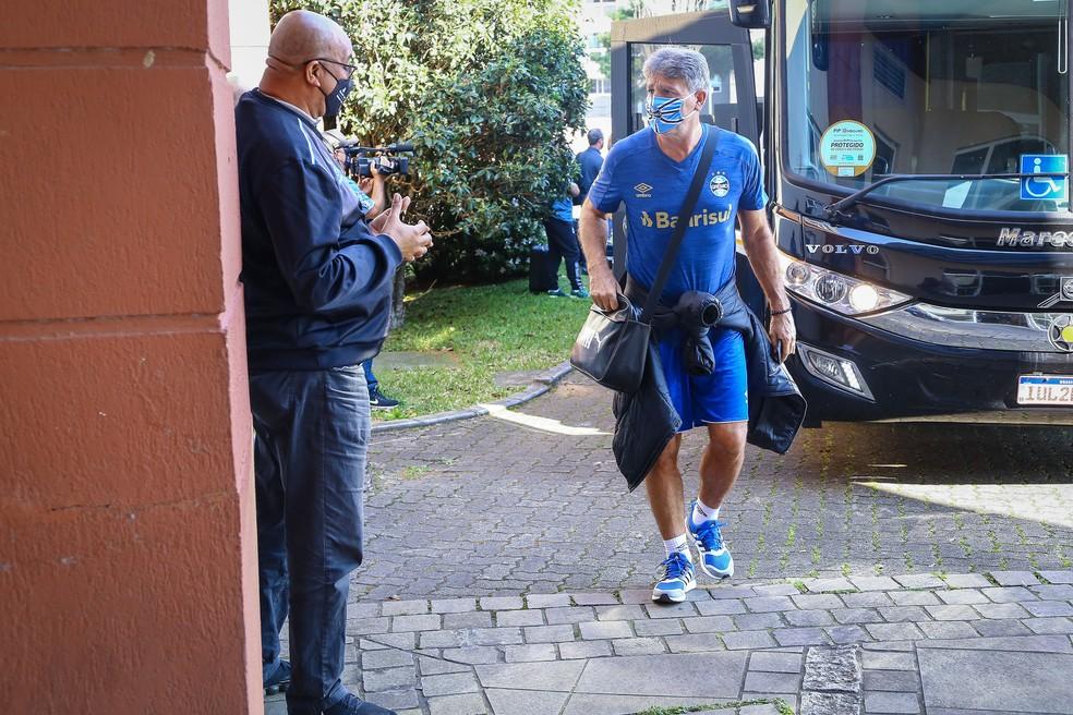 Renato na chegada do Grêmio a Caxias do Sul para final do Gauchão — Foto: Lucas Uebel / Grêmio FBPA