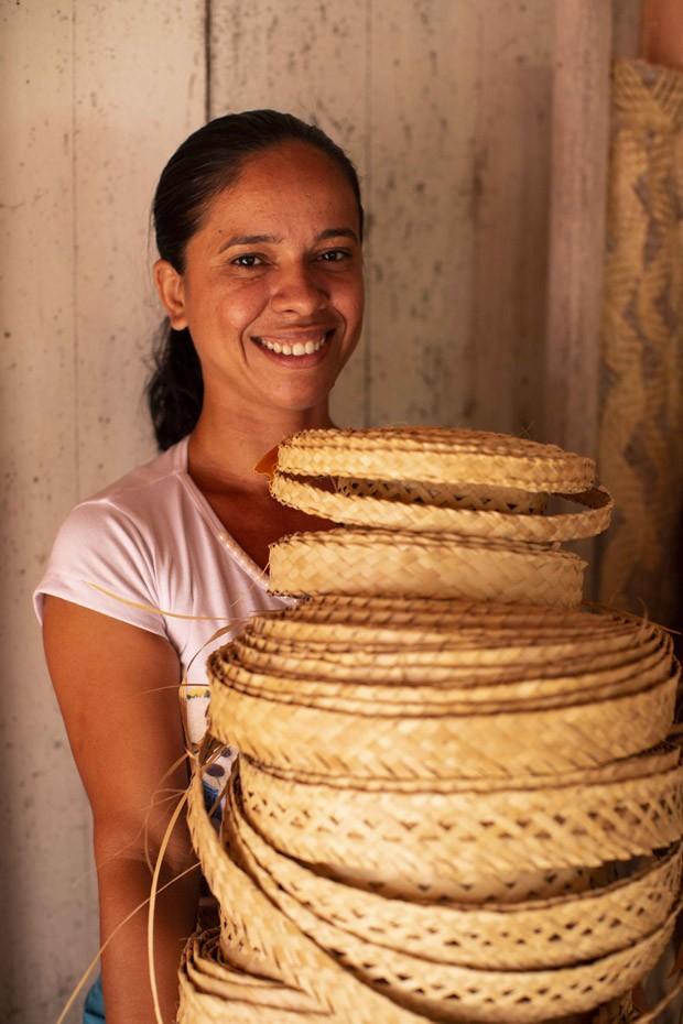 Exposição mostra trabalho de artesãs cearenses com a palha de carnaúba (Foto: Divulgação)