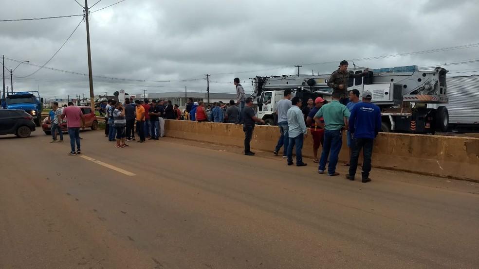 Protesto é realizado na BR-364 em Porto Velho — Foto: Diêgo Holanda/G1