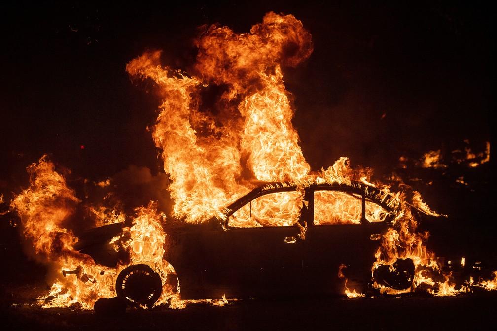 Fire destroys car in northern California fire on Thursday (24) - Photo: Noah Berger / AP Photo