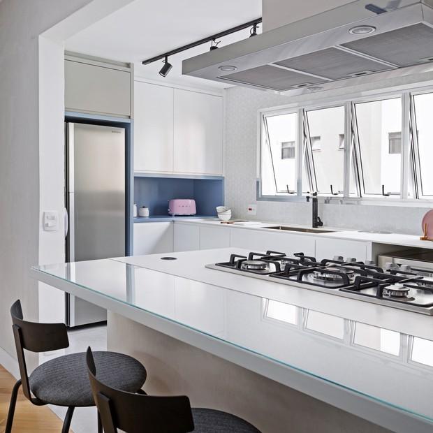 Apê com 90 m² e mais de 40 anos de idade ganha décor moderno  (Foto: FOTOS JULIA RIBEIRO)