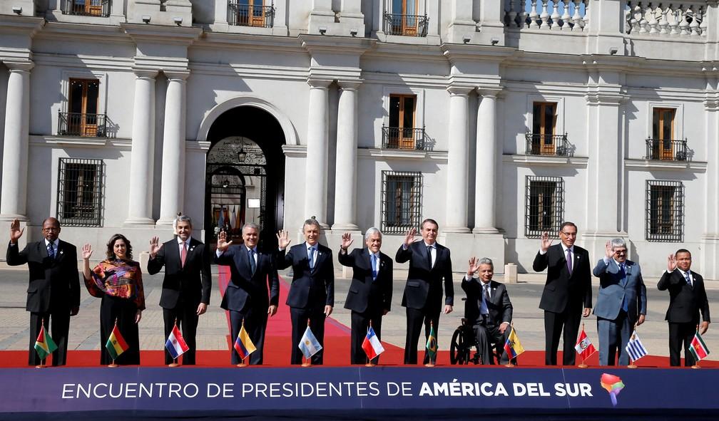 Líderes posam para foto oficial antes do início da reunião no Palácio La Moneda, em Santiago, no Chile — Foto: Rodrigo Garrido/Reuters