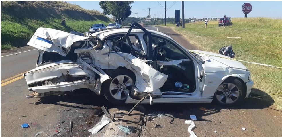 BMW rodou na pista e atingiu um Gol onde estava a família de Apucarana, diz PRF — Foto: PRF/Divulgação