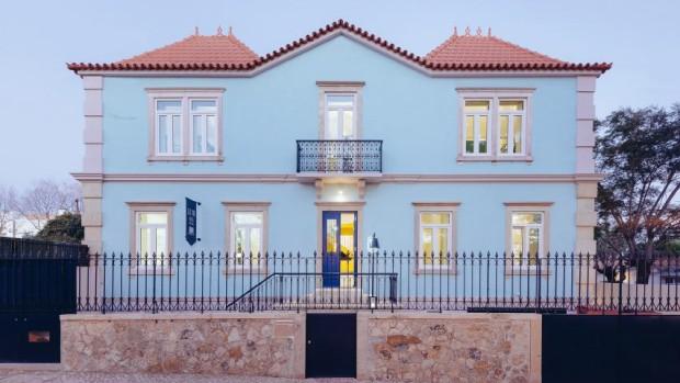 Casarão vira hostel em cidade litorânea de Portugal (Foto: Divulgação / Do Mal o Menos.)