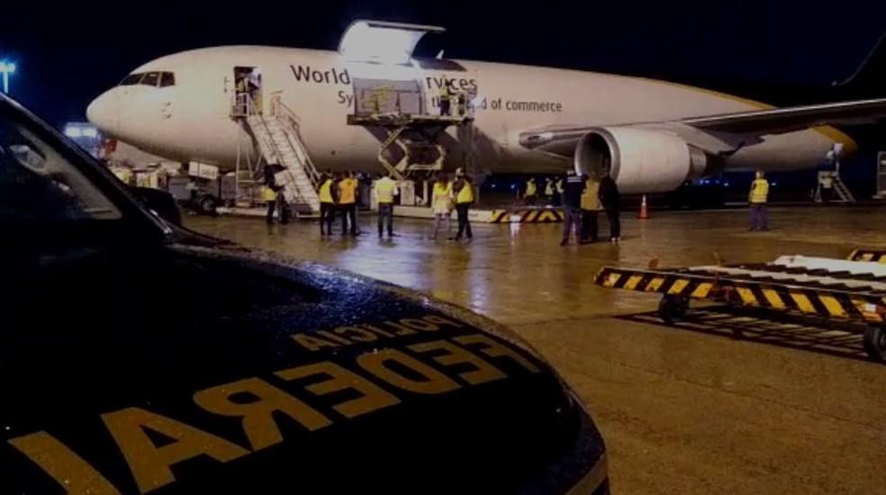 Lotes da vacina da Pfizer são descarregados no Aeroporto de Viracopos, em Campinas (SP) — Foto: Polícia Federal