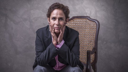 Andrea Beltrão analisa atitudes de Hebe Camargo: 'Avançada e também conservadora'