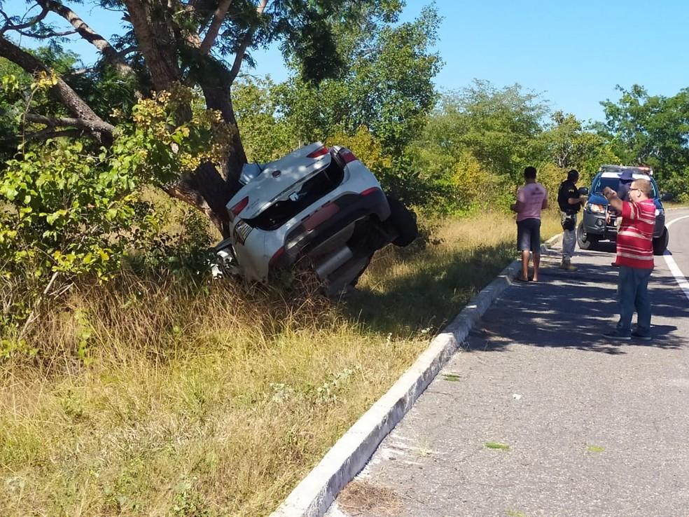 Presidente do diretório municipal do PSL em Teresina morreu em colisão com árvore na BR 343 — Foto: Polícia Rodoviária Federal