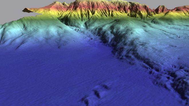 A zona colorida em azul é a Planície Abissal da Ferradura, abaixo da qual foi encontrada a anomalia nas placas tectônicas (Foto: IMAGENS CEDIDAS POR JOÃO DUARTE/BBC)