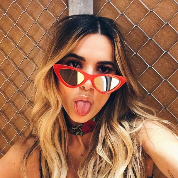 Tendência: óculos vermelhos (Foto: Instagram/Reprodução)
