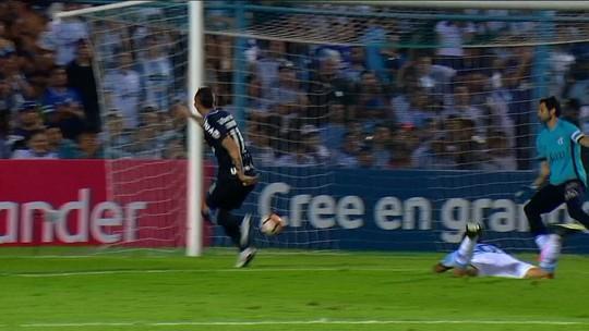 """Grêmio """"declara independência"""", conquista Tucumán pelas pontas e resgata espírito de 2017"""