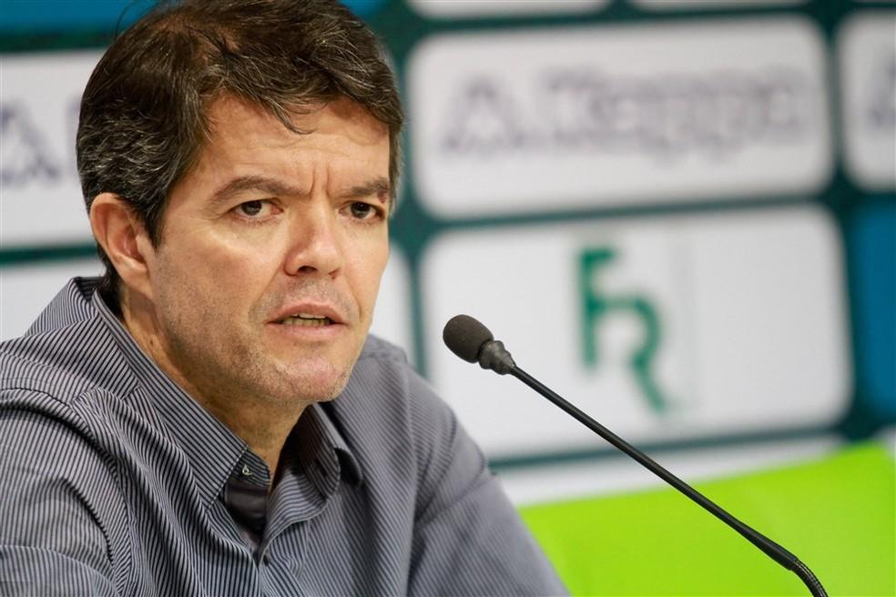 Felipe Ximenes trabalhou no Goiás até o ano passado e também está livre (Foto: Rosiron Rodrigues/Goiás E.C.)