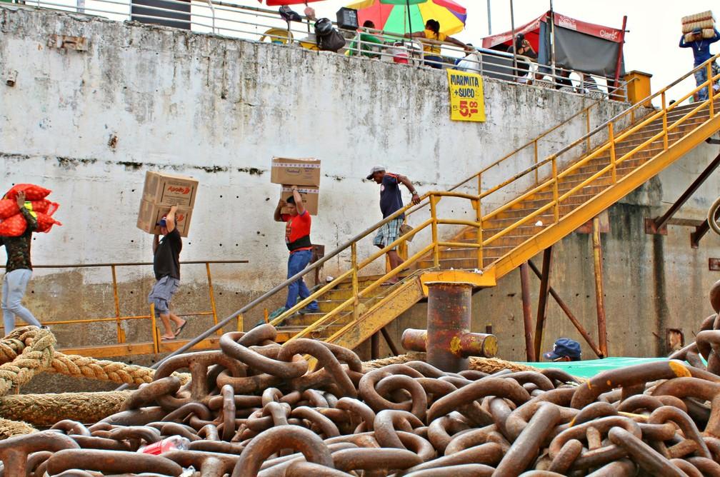 Carregadores de mercadorias atuam nas feiras e portos do Centro de Manaus  (Foto: Leandro Tapajós/G1 AM)