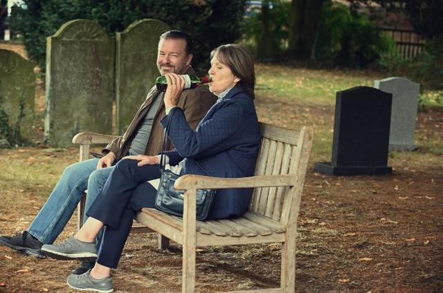 Cena da série 'After life' (Foto: Ray Burmiston/Netflix)